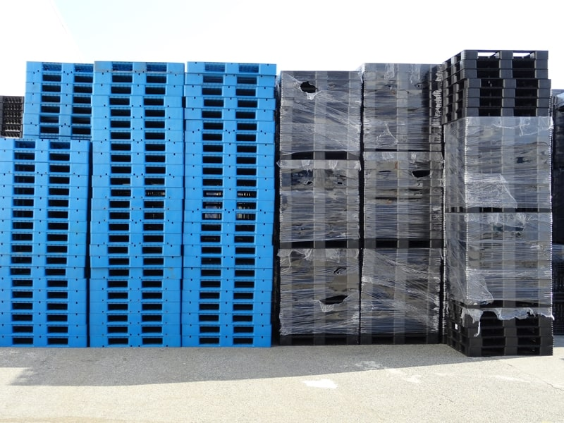 Plastic pallets are stronger than wooden pallets.