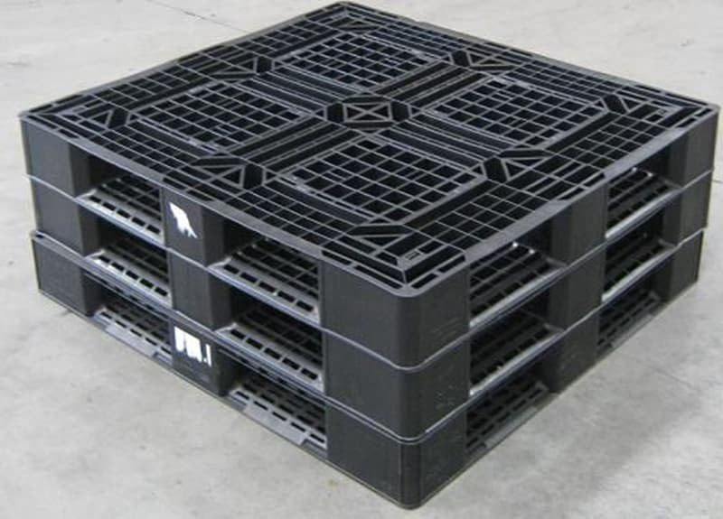 Plastic pallets are easy-to-clean, avoiding serious contamination and hygiene issues.
